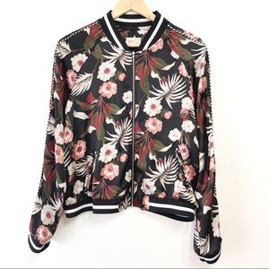 Jolt Black Floral Jacket with Pockets Size Large
